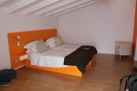 Casa Azul Sagres - Rooms & Apartments: Orange Room
