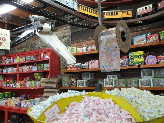 frisch produzierte Bonbons - Picture of Savannah\'s Candy Kitchen ...