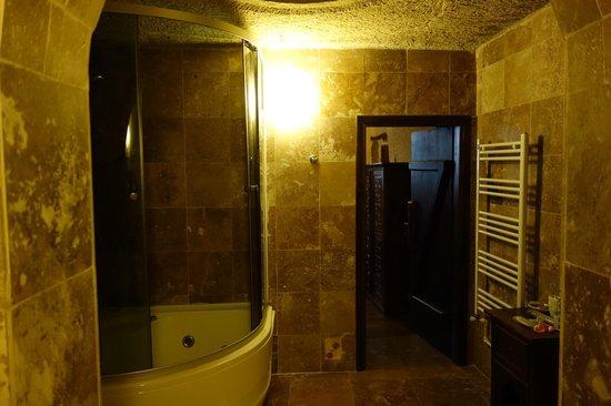 Vineyard Cave Hotel: 完全扉のバス、シャワーこちらは使い勝手が良かったです。