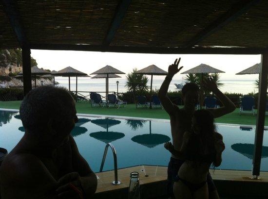 Limnonari Beach: party sto bar