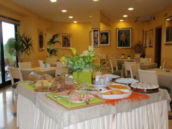 Hotel Riva Del Sole: Breakfast Buffet