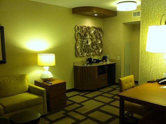 Embassy Suites by Hilton Houston Downtown: View of room