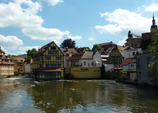 Eckerts. Das neue Wirtshaus mitten im Fluss.: Nice location but food should be better