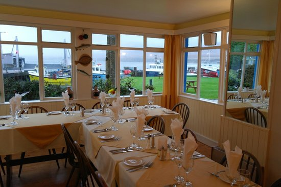 Port Askaig Hotel: Dining in the restaurant - well worth a visit