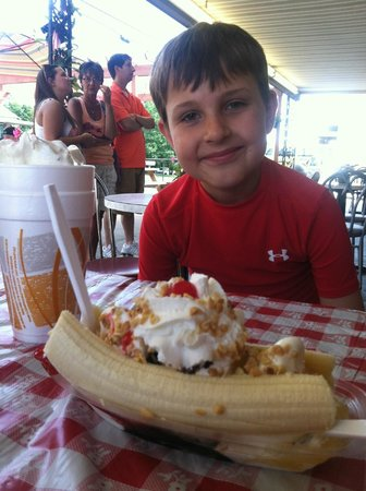 Jiffy Treet : My sons first banana split ever