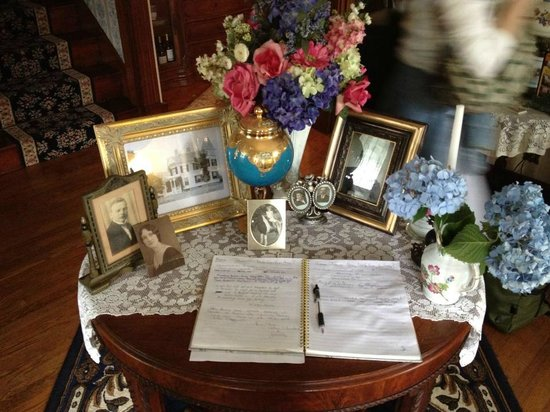 Tea Rose Inn: Guest Book