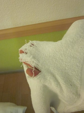 Ibis Budget London Barking : Ripped towel