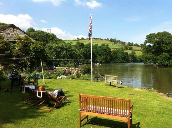 Riverside House: Garten mit Blick auf den River Dart