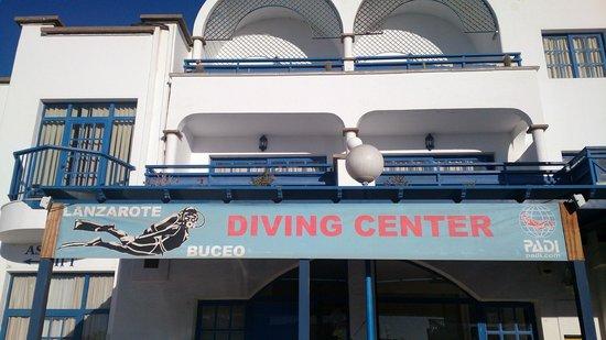 Lanzarote Buceo: El centro y los apartamentos justito encima