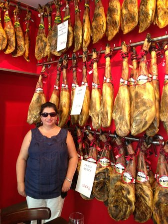 Jamon Jamon : Extensive range of aged hams from 1-4 yrs eat-in or take home!
