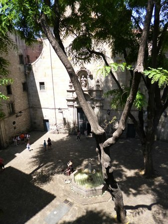 Hotel Neri Relais & Chateaux : The courtyard and view from our room