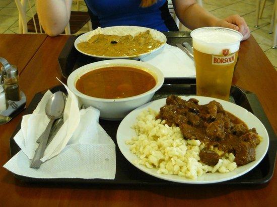 Lecsó Magyaros Gyorsétterem: Our food, goulash soup and beef goulash with dumplings, very tasty