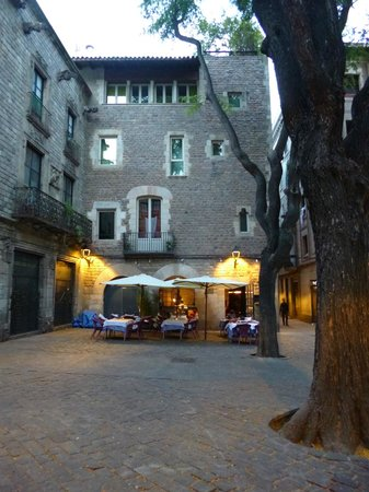Hotel Neri Relais & Chateaux : the courtyard our room looks out on