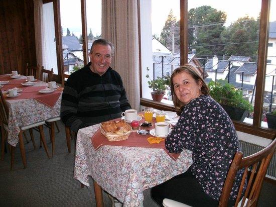 Hosteria Guemes: desayunando todo caserito