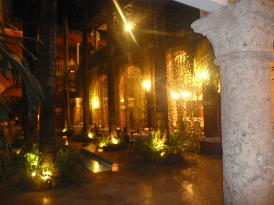 Casa Pestagua Hotel Boutique, Spa : Dining area at night