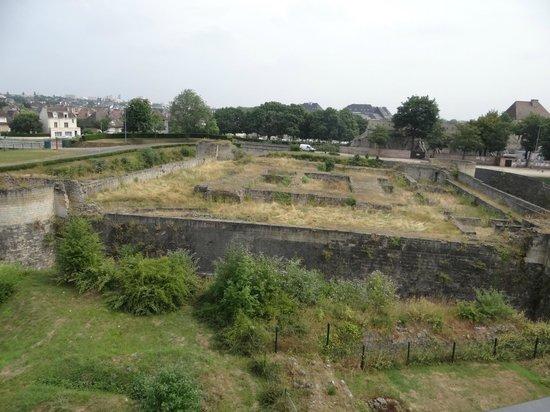 Chateau Ducal: Un morceau de chateau non restauré