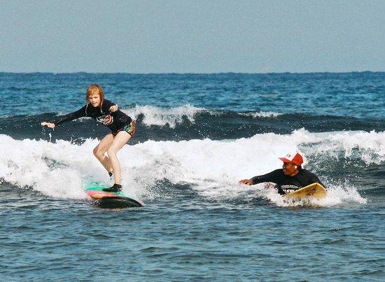 Newbro Surfing : Surf lesson at Nusa Lembongan, Bali