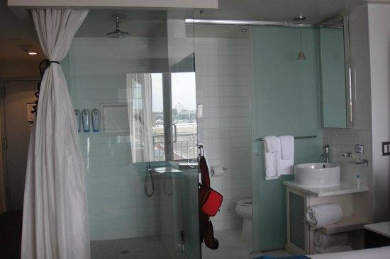 Hotel Le Bleu: Nicely styled Bathroom