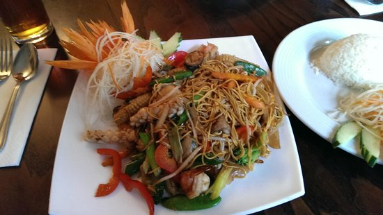 Little Shelford, UK: Stir-fried egg noodles with seafood