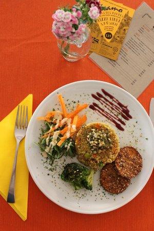 Sesamo Cafe Chai Restorante: Hamburguesas vegetarianas