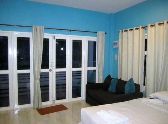 Ban Krut Resort: Looking towards the verandah