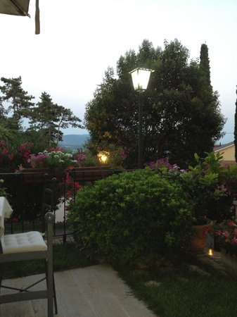 Torre Sangiovanni Albergo e Ristorante : vista dal giardino