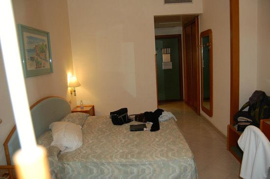 Carlton International Hotel: room