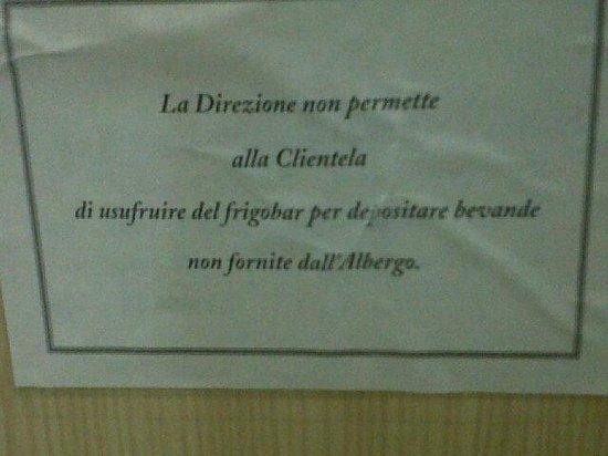 Hotel Al Gabbiano : scritta nel frigobar stanza hotel gabbiano