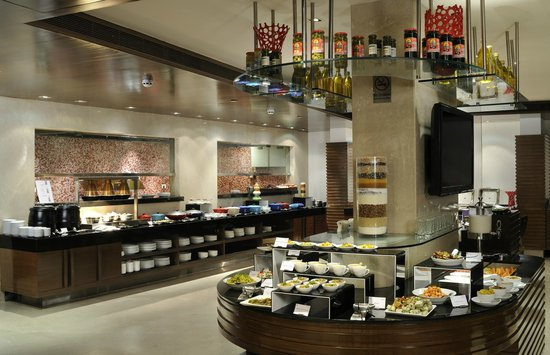 Four Points by Sheraton Ahmedabad: The Eatery