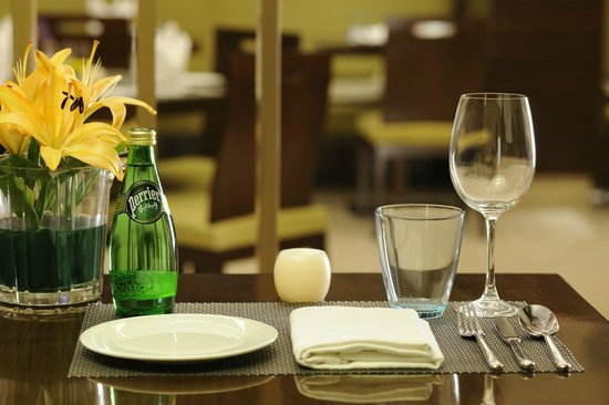 Four Points by Sheraton Ahmedabad: Elite Table Setting Format