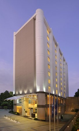 Four Points by Sheraton Ahmedabad: The Exterior