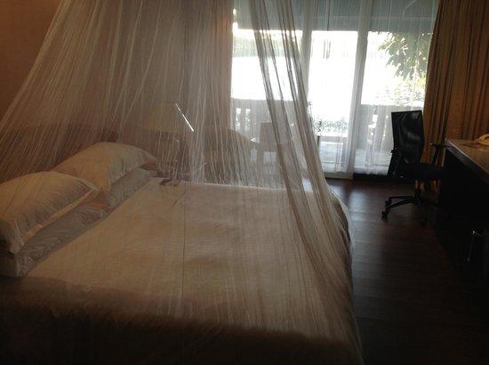 เชอราตัน บันดาระ: The bed with mosquito net