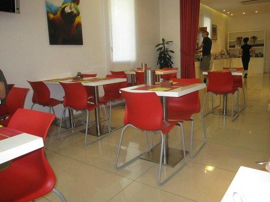 Hotel Card International: Breakfast area