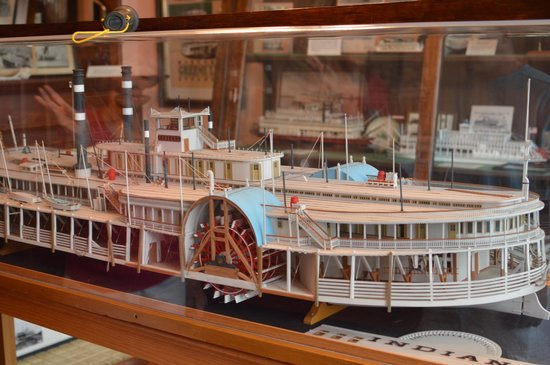 Howard Steamboat Museum & Mansion: model steamboat on display