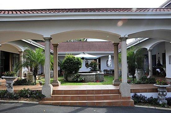 Centre Court B&B : Entrance