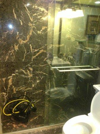 Jupiter Beach Resort: Bathroom