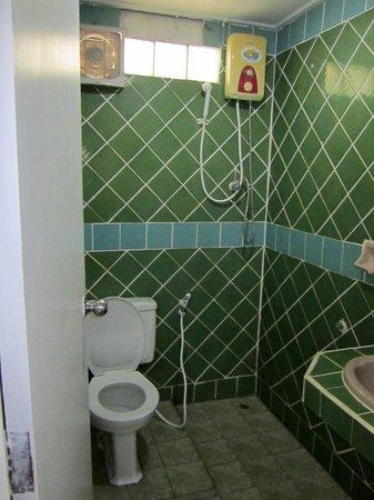 Utopia Resort: Bathroom