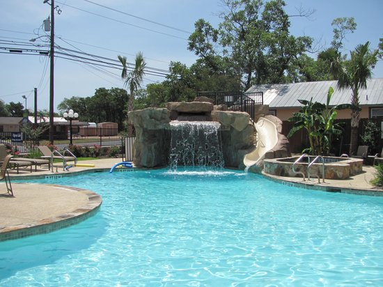 Holiday Inn Express & Suites Fredericksburg: Pool