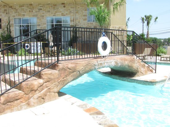 Holiday Inn Express & Suites Fredericksburg : Pool