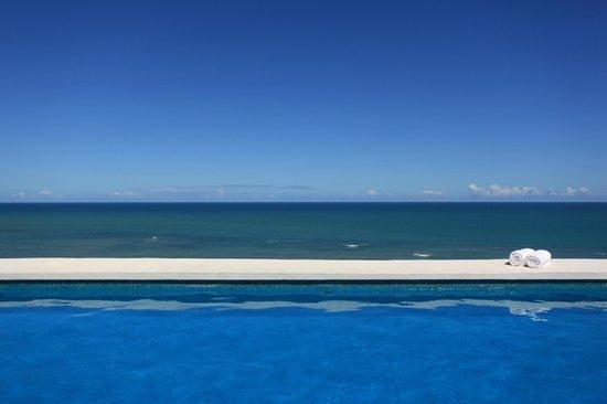 Maitei Hotel: Vista da piscina do terraço com fundo infinito