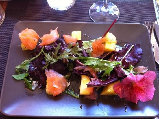Trasiego: ensalada con piña y salmón