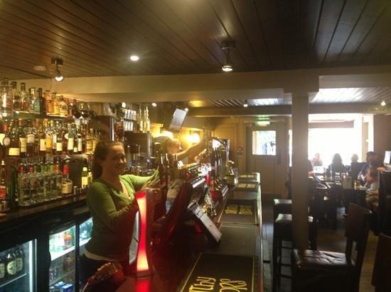 Drouthy Neebors Bar : sweet ladies at the bar
