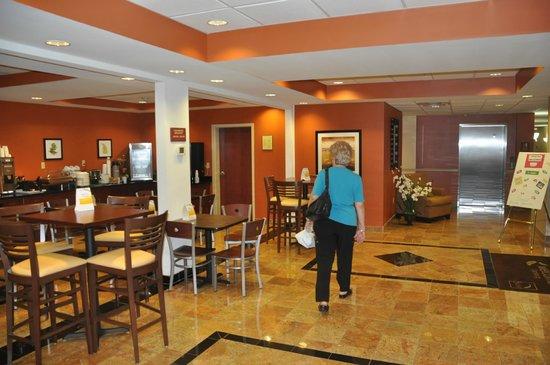 Sleep Inn & Suites Dyersburg : Lobby