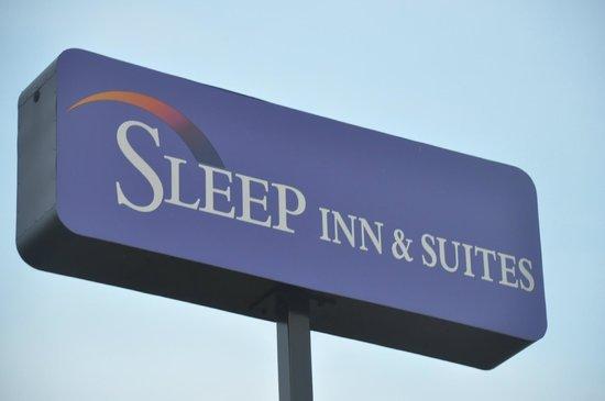 Sleep Inn & Suites Dyersburg : Outside Sign