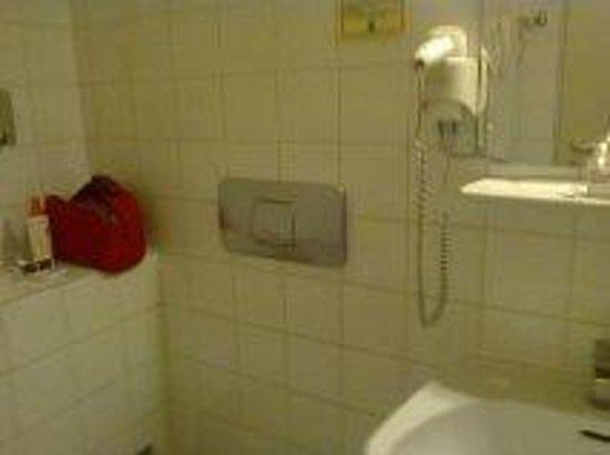 Hotel Graf Stadion: coin salle de bain