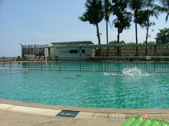 Chom View Hotel: สระว่ายน้ำ