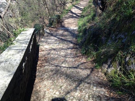Sentiero del Viandante: tratto con antichi ciottoli