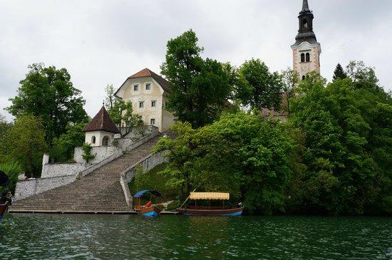 Iglesia de la Asunción: Chapel Island on the lake Bled
