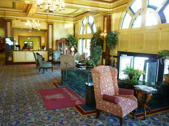 The Lafayette: Lobby with front desk