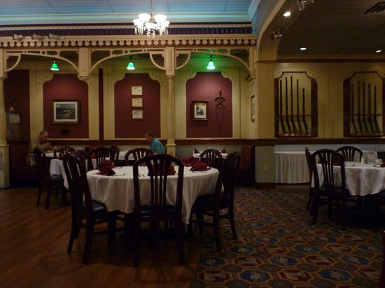 The Lafayette: Main dining room - Gun Room